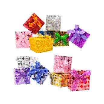 Caja para regalo brillosa con moño, inner por modelo sujeto a disponibilidad, 5 x 5 x 3.5 cm.
