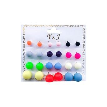 Arete en carton con 12 pares de esferas de colores lisos, tamaños surtidos.
