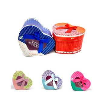 Caja para regalo corazón decorada con moño, colores surtidos, 8 X 13 X 11 cm.