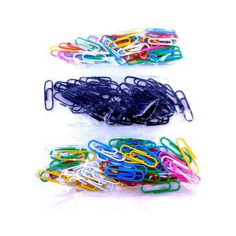 Clips plastificados en bolsita de 50 pz, colores surtidos, 3 cm.