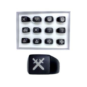 Anillo metálico grueso decorado, negro, modelos y tallas surtidas