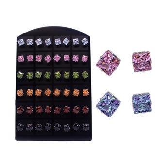 Arete en exhibidor de cristal, colores surtidos, 0.7 cm.