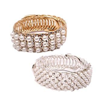 Pulsera metálica ajustable decorada con perlas y cristales, inner por color sujeto a disponibilidad.