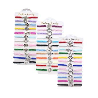 Pulsera ajustable de hilo trenzado con dije con cristales, mod y colores surtidos sujetos a disp.